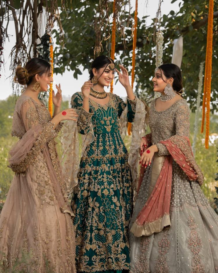 The new season is all about making a statement. Unique craftsmanship and detailed embellishments bring heavenly hued gossamer fabrics to life. Add a charm to your mehndi with an intricately golden embellished bodice and motifs all around the flare on sea green canvas of organza. Daaman is elegantly decorated with embroidered golden floral bootis, sprinkled sequins and beautiful craftsmanship. Pair it up with sea-green sharara having delicate details at the bottom instantly draws attention. To complete the look, go with ivory brocade dupatta.
